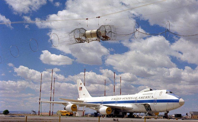 EMP simulator HAGII-C testing a Boeing E-4 aircraft. US DoD, Wikimedia Commons.