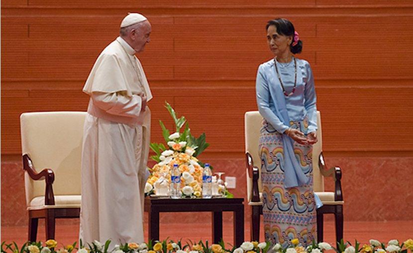 Pope Francis and Myanmar's civilian leader Aung San Suu Kyi. Photo by Ye Aung Thu, ucanews.com