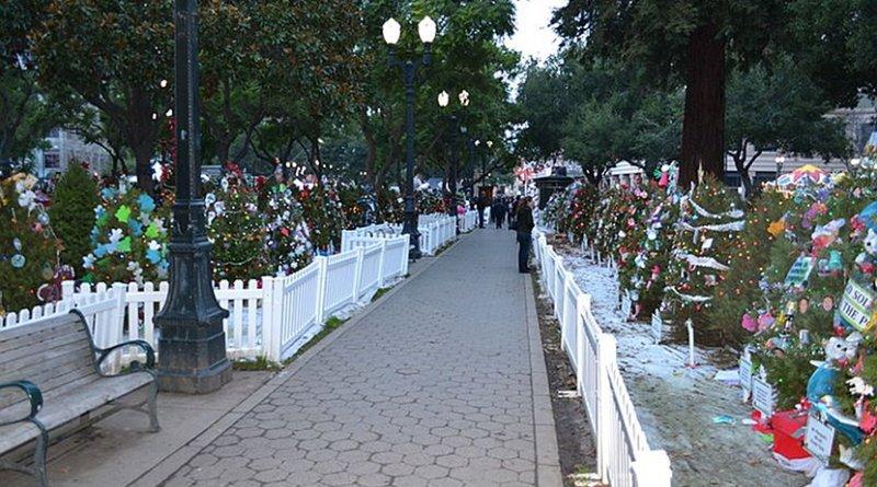 Christmas in the Park at San Jose's Plaza de César Chávez Park. Photo by Oleg Alexandrov, Wikipedia Commons.