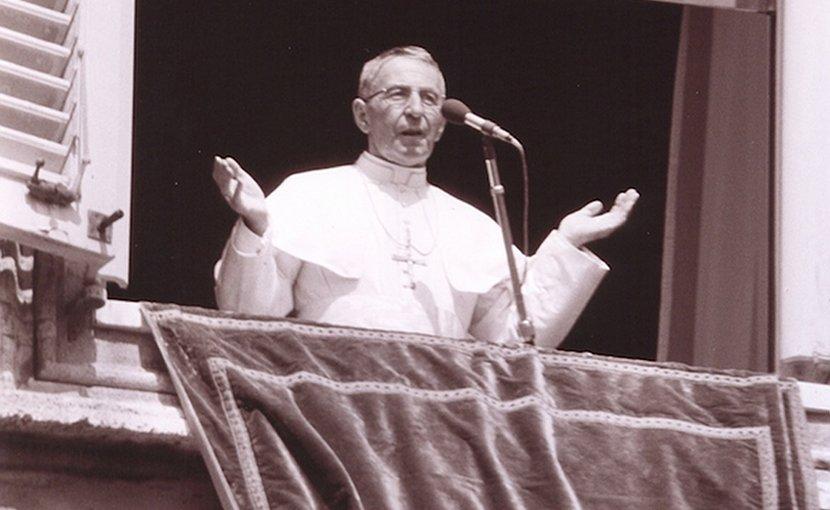 Pope John Paul I from window. Photo by Sentinelle del mattino International, Wikimedia Commons.