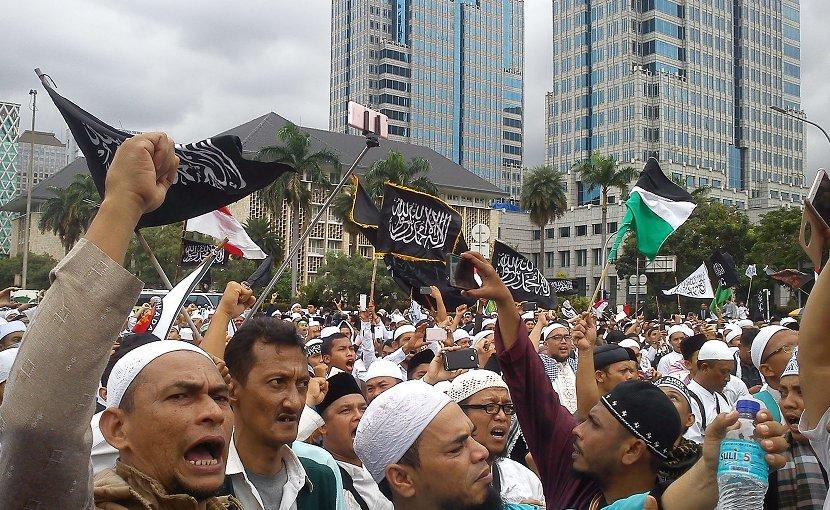 Protests against Basuki Tjahaja Purnama, Christian governor of Jakarta, 31 March 2017. Photo by Cahaya Maulidian, Wikipedia Commons.