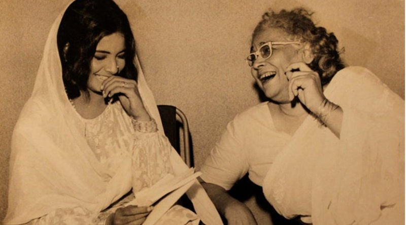Ismat Chughtai (right) with Indian actress Rekha. (Source: Ashish Sawhney Papers, Mumbai, India)