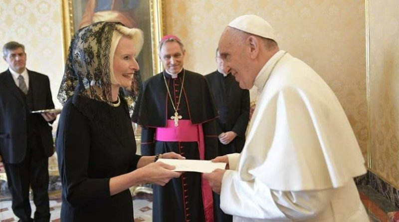 Callista Gingrich presents her credentials to Pope Francis at the Apostolic Palace. Credit: L'Osservatore Romano and Callista Gingrich Twitter account.
