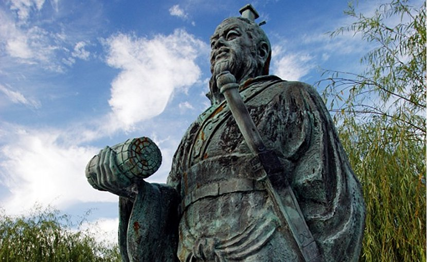 Statue of Sun Tzu. Photo by 663highland, Wikipedia Commons.