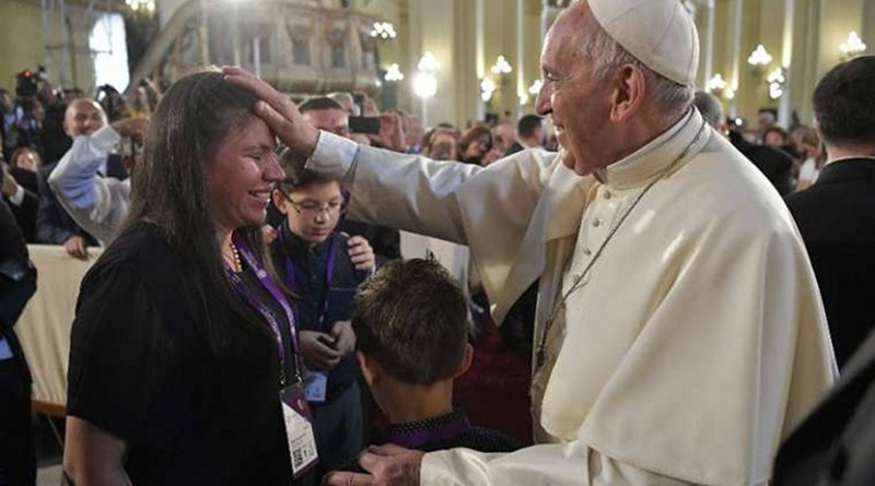 Pope Francis blesses a woman after venerating the relics of Peruvian saints in the Cathedral of Lima, Jan. 21. Credit: Vatican Media/CNA