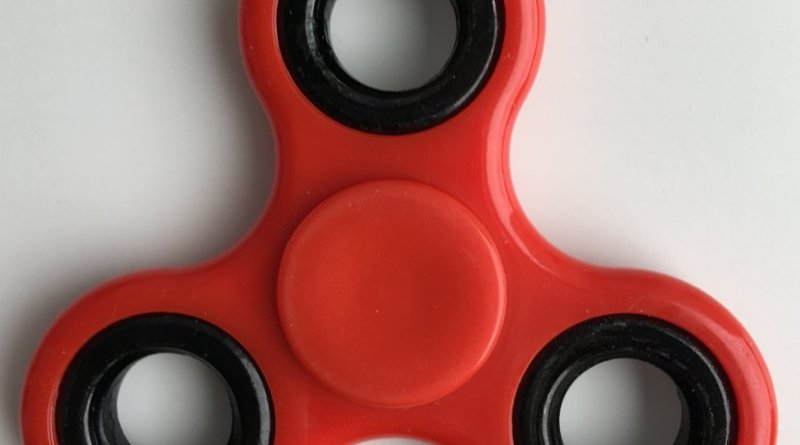 A red fidget spinner. Photo by Árni Dagur, Wikipedia Commons.