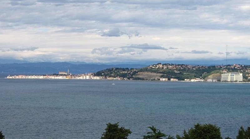 Piran Bay, with shores shared by Slovenia and Croatia. Photo by Alen Ištoković, Wikipedia Commons.