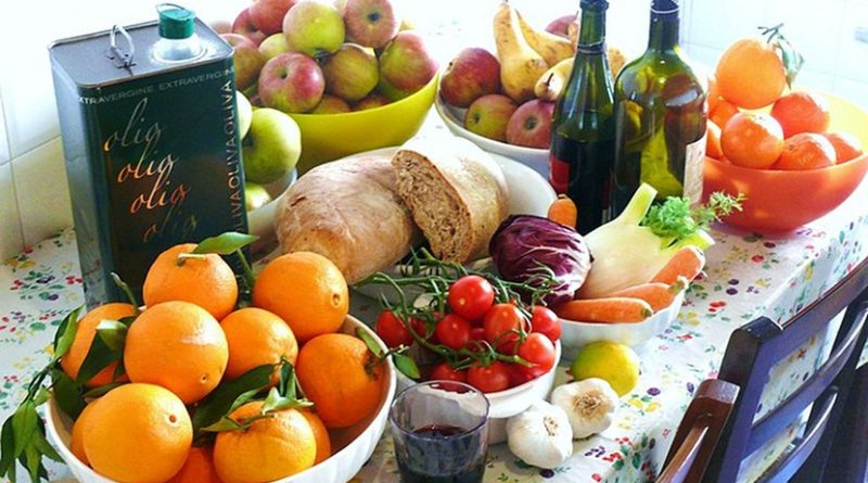 Typical ingredients included in the Mediterranean diet. Photo by G.steph.rocket, Wikipedia Commons.