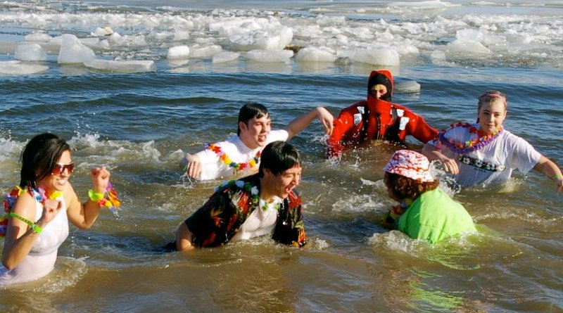 Participants in a Polar Bear Plunge. Photo by eagle102.net, Wikipedia Commons.