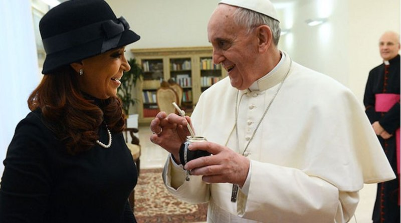 Cristina Fernández de Kirchner, ex president of Argentina, with Pope Francis. CC BY-SA 2.0