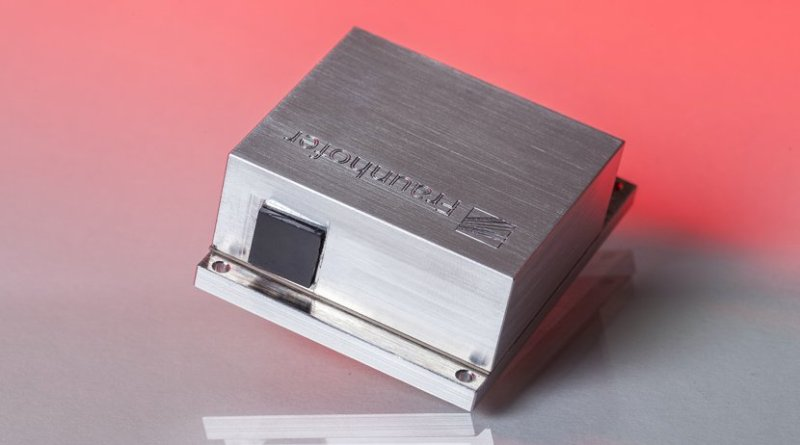 iniaturized wavelength tunable μEC-QCL with emission wavelengths in the mid-infrared range and a high scanning frequency up to 1 kHz. Photo: © Fraunhofer IAF