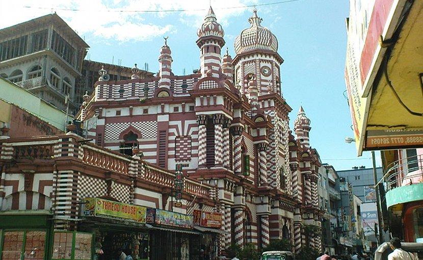 The Jami Ul Alfar Jummah mosque in Colombo, Sri Lanka. Photo by Aksam Zarook, Wikimedia Commons.