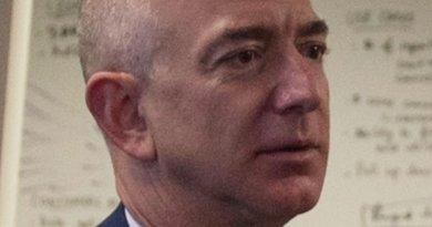 Jeff Bezos. Photo by U.S. Department of Defense photo by Senior Master Sgt. Adrian Cadiz
