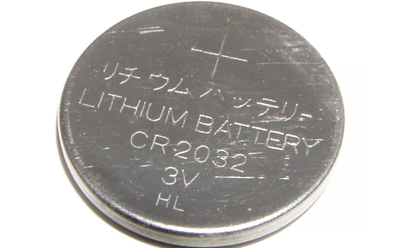 A lithium battery. Photo by KyloDee, Wikipedia Commons.