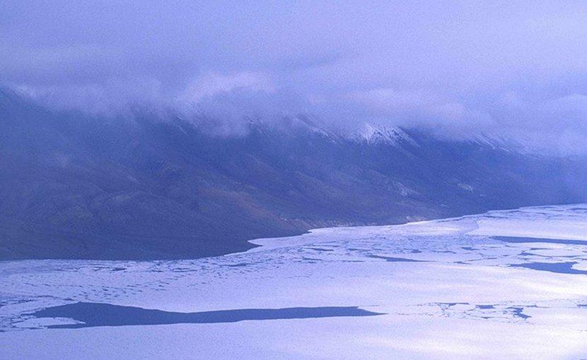 Lake Hazen, Canada. Photo by Ansgar Walk, Wikimedia Commons.
