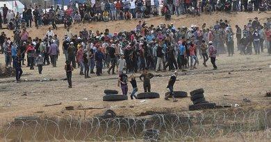 Gazan Protestors near Karni Crossing. Source: IDF, Wikipedia Commons.