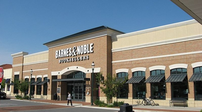 Barnes & Noble. Photo by Ed!, Wikimedia Commons.