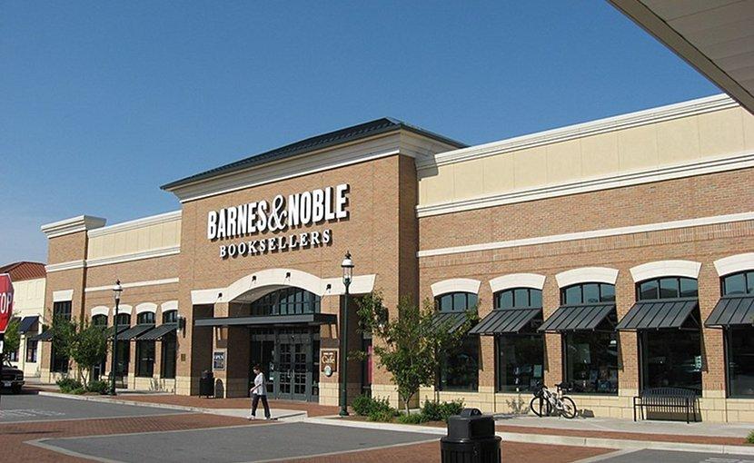 Barnes & Noble. Photo by Ed!, Wikimedia Commons.
