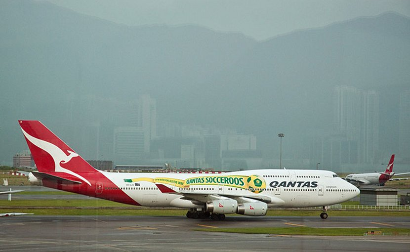Socceroos livery on a Qantas. Photo Credit: Phillip Capper, Wikimedia Commons.
