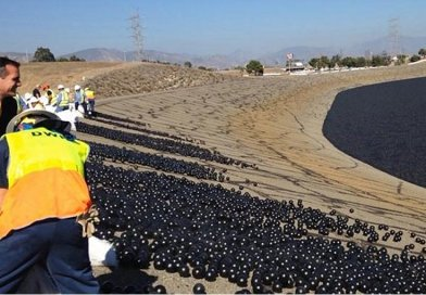 This is the final deployment of shade balls at the LA Reservoir in 2015. Credit Eric Garcetti
