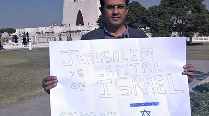 Fishel Benkhald poses with a pro-Israel sign at a mosque in Karachi, Pakistan. (Photo from Facebook)