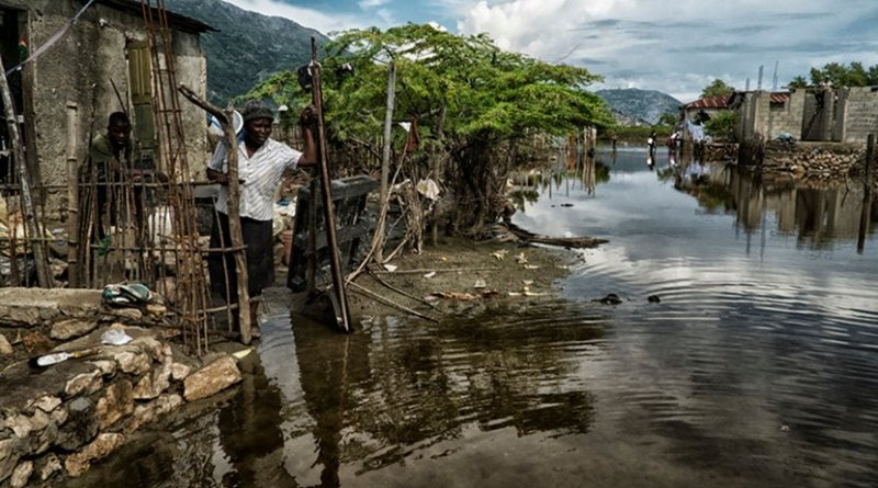 After serious flooding in Haiti's north, its government, with support of United Nations Mission in Haiti and other UN agencies, responded with evacuations, temporary shelters, and distribution of food and supplies, November 11, 2014 (UN/Logan Abassi)