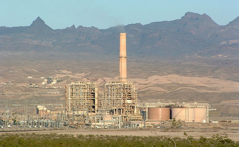 Mohave Generating Station, a 1,580 MW thermal power station near Laughlin, Nevada, US, fuelled by coal. Photo Credit: Wikipedia Commons.