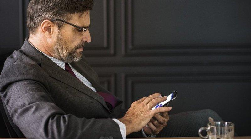 texting smartphone