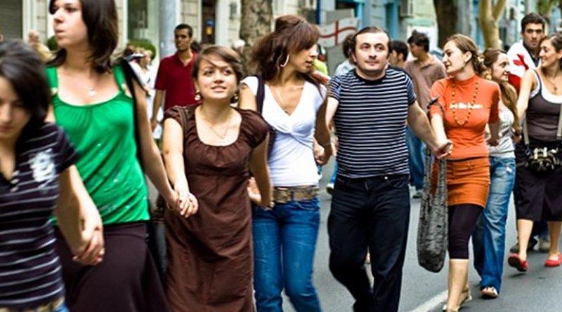 Georgians form a human chain against Russian occupation, September 1, 2008. Photo: Vladimer Shioshvili/flickr