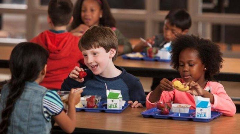 Children eating school breakfast. Photo courtesy of USDA.
