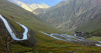Road in Gilgit-Baltistan, Pakistan. Photo Credit: Jim Qara, Wikimedia Commons.