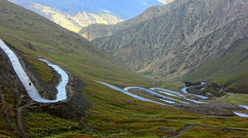 Road in Gilgit-Baltistan, Pakistan. Photo Credit: Jim Qara, Wikimedia Commons.
