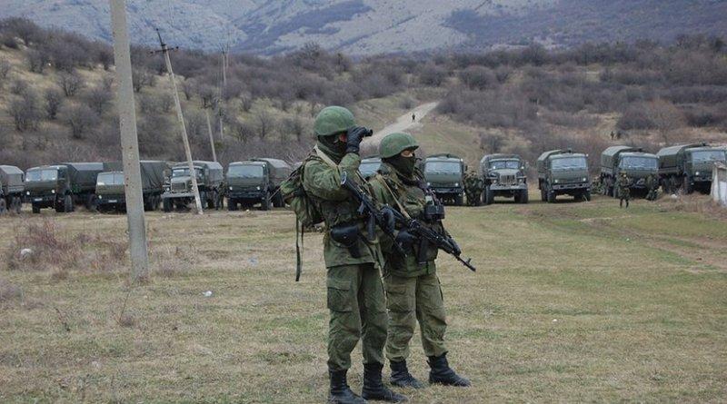 """""""Little Green Men"""" soldiers in Crimea"""