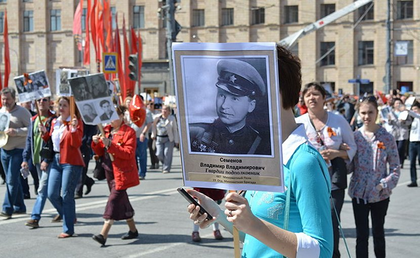 March of the Immortal Regiment on the 70th anniversary of Victory Day at Tverskaya Avenue in Moscow. Photo: ProtoplasmaKid (Wikimedia Commons / CC BY-SA 4.0)