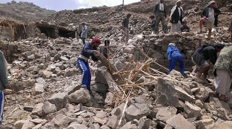 Villagers scour rubble for belongings scattered during the bombing of Hajar Aukaish, Yemen, in April 2015. (A. Mojalli/VOA)