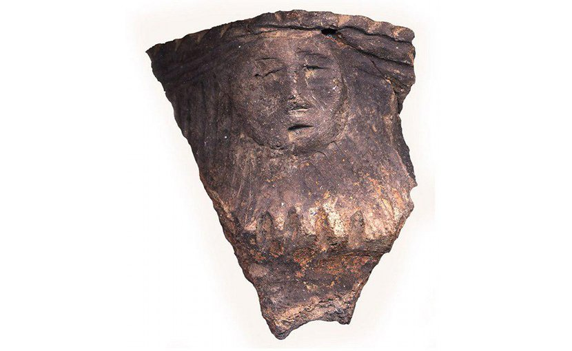 A human face effigy from ceramic vessel from the Mantle site. Credit Image with permission of Archaeological Services Inc. Photo by Andrea Carnevale
