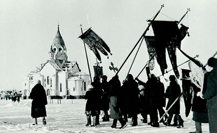 Orthodox cross procession in Northwest Russia, 1942. That the Germans opened the churches closed by the Bolshevik was well received by a religious peasantry. Source: The Russian state archive for film and photo documentation, 3/261/5.