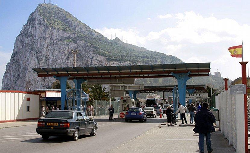 Spain-Gibraltar border. Photo Credit: Arne Koehler, Wikipedia Commons