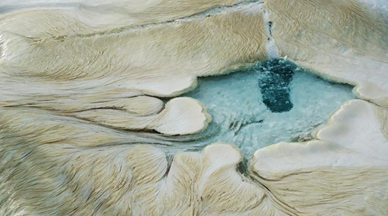 New research reveals that the bacterium Sulfurihydrogenibium yellowstonense thrives in harsh environments with conditions like those expected on Mars. Credit Photo by Tom Murphy