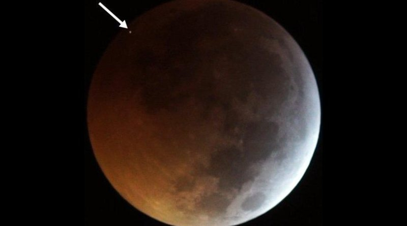 The flash from the impact of the meteorite on the eclipsed Moon, seen as the dot at top left (indicated by the arrow in the image), as recorded by two of the telescopes operating in the framework of the MIDAS Survey from Sevilla (Spain) on 2019 January 21. Credit J. M. Madiedo / MIDAS
