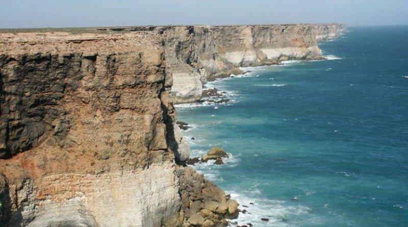 Coastline of the Great Australian Bight. Photo Credit: Nachoman-au, Wikipedia Commons