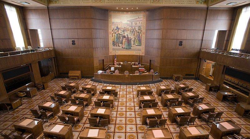 Oregon State Senate chamber. Photo Credit: Cacophony, Wikipedia Commons
