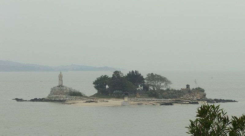 Jiangong Islet, with a Koxinga monument, in Kinmen Harbor. Photo Credit: Vmenkov, WIkipedia Commons