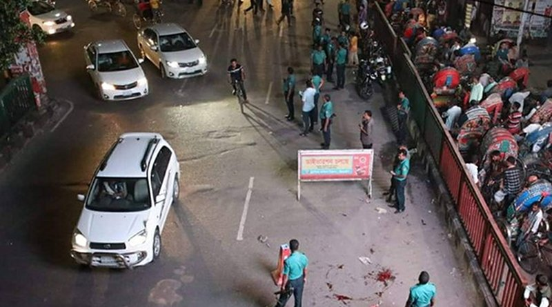 Bangladesh police investigate the scene of a bomb blast that injured officers in Dhaka's Science Lab area, Aug. 31, 2019. BenarNews