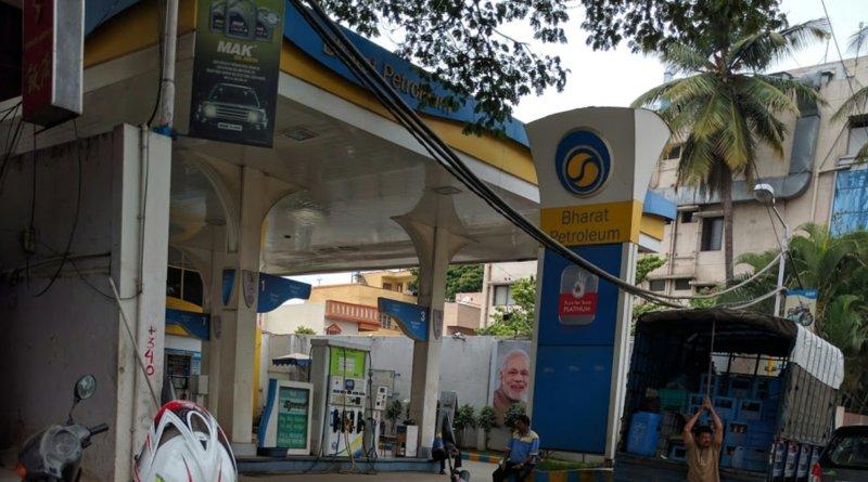 BPCL petrol filling station at Basaveshwaranagar, Bangalore, Karnataka, India. Photo Credit: Nagarjun Gururaj Char, Wikipedia Commons