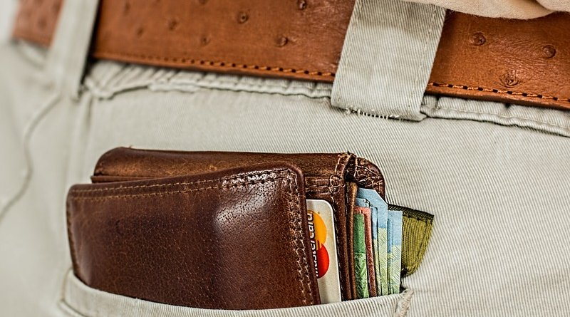 wallet credit card steal pickpocket