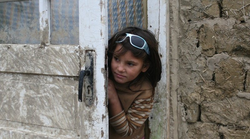gypsy child girl roma