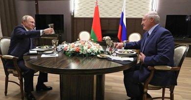 Russia's President Vladimir Putin with President of Belarus Alexander Lukashenko during a working dinner. Photo Credit: Kremlin.ru