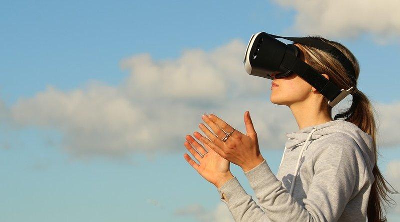 virtual reality gaming clouds