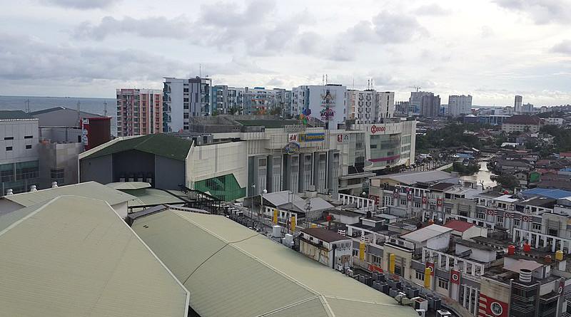 Balikpapan, Borneo. Photo Credit: Consigliere Ivan, Wikipedia Commons